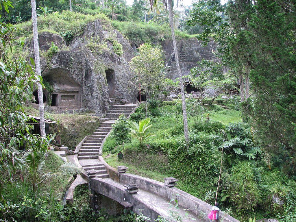 1024px-Entrée_du_temple_de_Gunung_Kawi